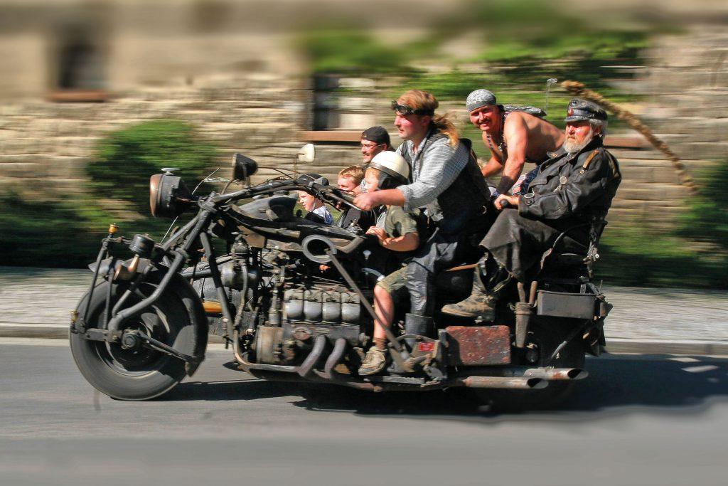 Auf dem größten Motorradgespann Europas hat eine ganze Familie Platz. Foto: djd/Halberstadt Information